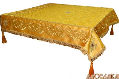 АРТ1341. Скатерть на престол  парча, комбинированная  с вышивкой рис.Казачий. Витая бахрома, кисти с шариком, крест по центру.