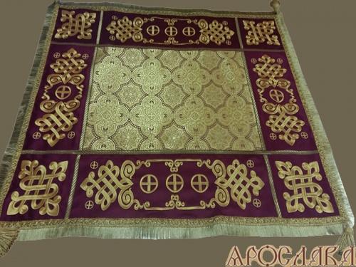 АРТ1373 Скатерть на престол  парча Ярославна, комбинированная  с вышивкой рис.Византийский увеличенный. Витая бахрома, кисти.