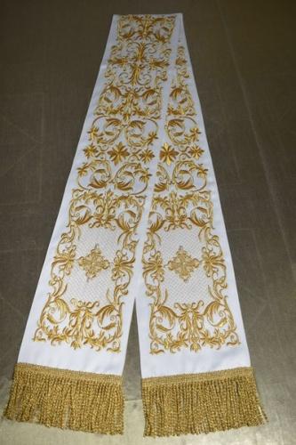 АРТ1866. Заклада в Евангелие с вышивкой рисунок Литургия.Кресты расшиты натуральным жемчугом.Размер 150*15,ткань однотонный атласный шелк.
