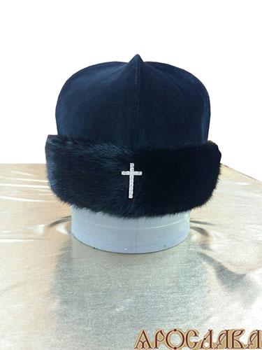 АРТ 329 Скуфия русская, архиерейская. Зимняя, отворот мех норка, ткань верха черный бархат, подклад синтепон. Крест серебряный с фианитами.