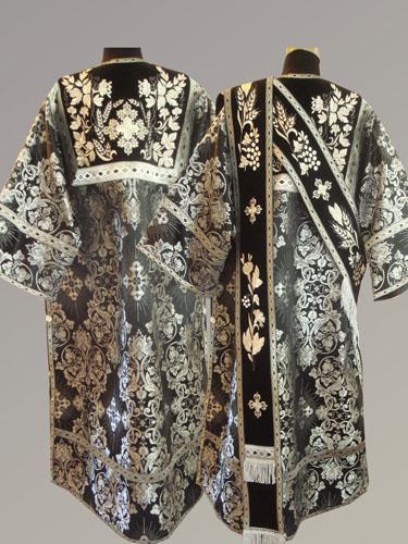 АРТ930. Протодиаконское облачение черная с серебром парча Слуцкий, комбинированная с вышивкой рисунок Корнилий. Вышитая:  кокетка, орарь. Отделка цветной галун (черный с серебром).