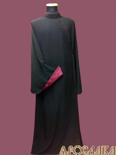 АРТ1145.Ряса русская, ткань черный мокрый шелк. Вышивка черным шелком рис №19: ворот, борт. Кант бордового цвета: ворот, борт, рукава. Подклад, подборта и отвороты на рукавах креп-сатин бордового цвета.