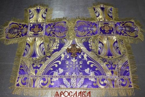 АРТ1285. Покровцы греческая парча Чаша изобилия (большой рапорт), отделка цветной галун, витая (тоненькая) бахрома.