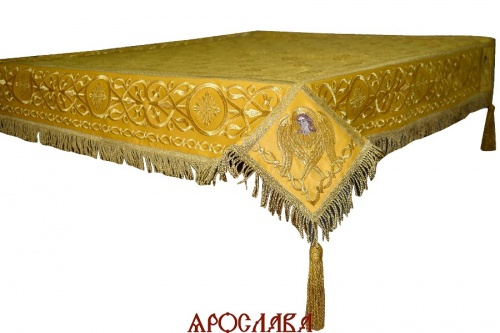 АРТ1313. Скатерть на престол  парча, комбинированная  с вышивкой рис.Царь-град. Витая бахрома, кисти с шариком, крест по центру.