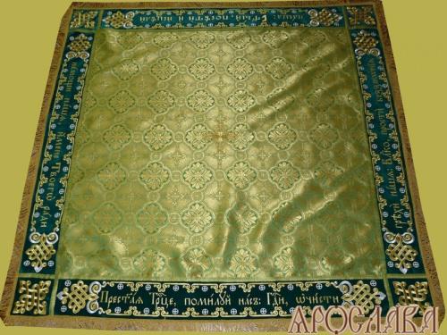 АРТ1376 Скатерть на престол греческая парча, комбинированная  с вышивкой рис.Византийский увеличенный, молитва Пресвятой Троице. Витая бахрома, кисти, крест по центру.