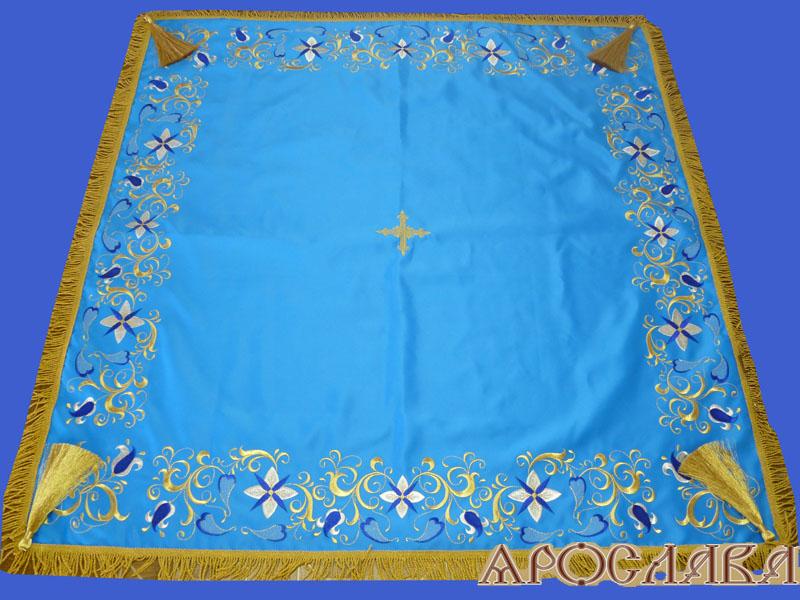 АРТ1382. Скатерть на престол, вышитая рис.Лилия вьющаяся. На подкладе, кисти, крест по центру.