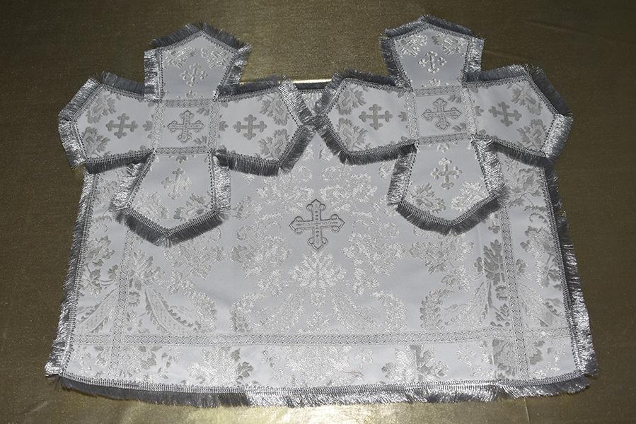 АРТ1525. Покровцы белые с серебром парча, отделка галун, бахрома. Чаша 0.5л