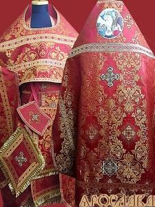 АРТ201. Риза красная парча Слуцкий, отделка цветной галун(красный с золотом). На оплечье вышитая икона Воскресение Христово.