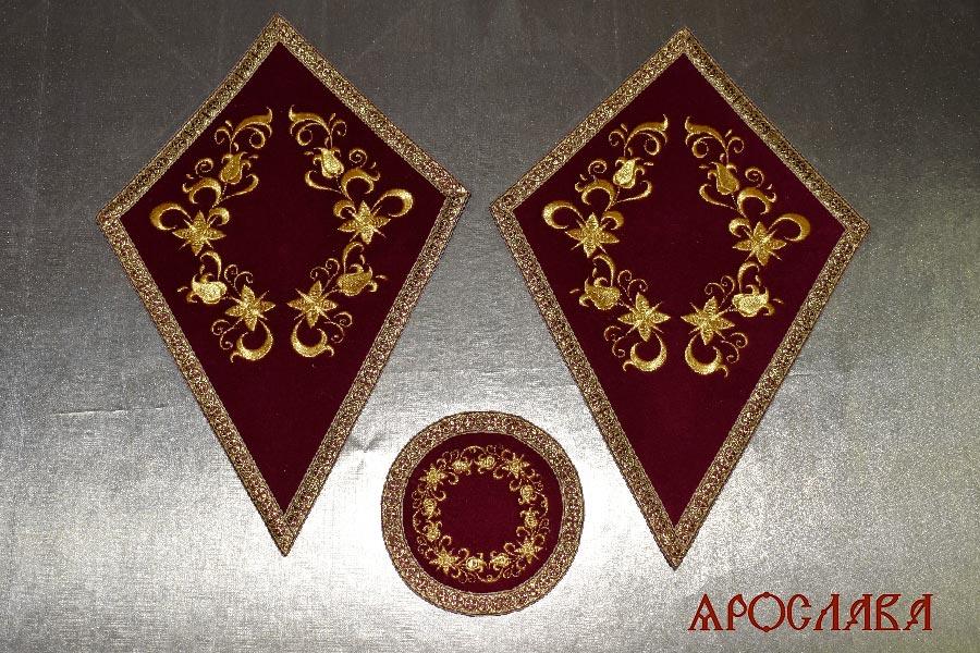 АРТ2036. Платы под кресты и лампаду вышитые Лилия вьющаяся, с галуном в цвет вышивки.