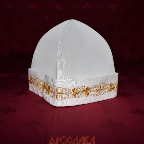 АРТ350. Скуфия русская, летняя. Ткань белый мокрый шелк. На отвороте вышивка Виноград с крестом. Цвет вышивки золото.