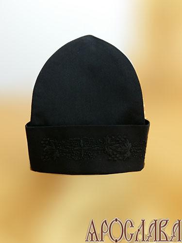 АРТ351. Скуфия русская, летняя. Ткань черный мокрый шелк. На отвороте вышивка Виноград с крестом.
