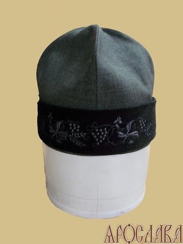 АРТ355. Скуфия русская, летняя. Ткань серый меланж. Отворот черный бархат, с вышивкой Виноградная лоза.