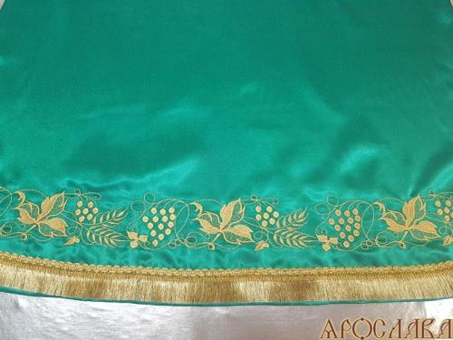 АРТ541. Подризник вышитый рисунок Виноград. Цвет ткани зеленый.