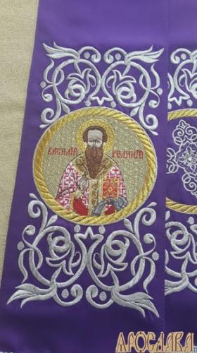 АРТ656. Заклада Евангелие вышитая рисунок Эфес, с вышитой иконой свт.Василий Великий.