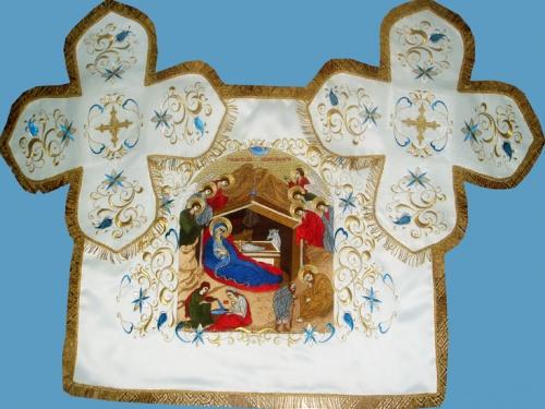 АРТ766. Покровцы вышитые Лилия вьющаяся. С вышитой иконой Рождество Христово.