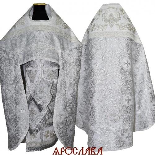 АРТ823. Риза белая с серебром парча Корона. Комбинированная с вышивкой рисунок Диамант: власяница, окошки епитрахили, низ набедренника.