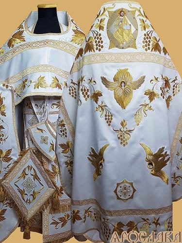 АРТ879. Риза белая с золотом вышитая рисунок Виноградная лоза. Вышитая:власяница, внутри фелони,надставка, окошки епитрахили, низ набедренника, все мелкие детали. Икона Спас в силах.