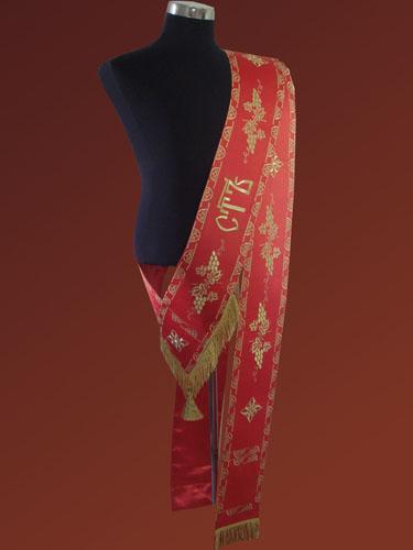 АРТ928 . Протодиаконский орарь красный с вышивкой Виноград, галун вышитый.