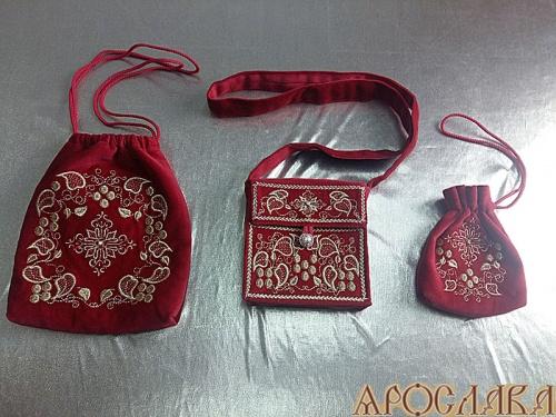 АРТ327. Комплект вышитый: дароносица, сумочка для просфор, мешочек для четок. Ткань красный бархат,подклад хлопок.