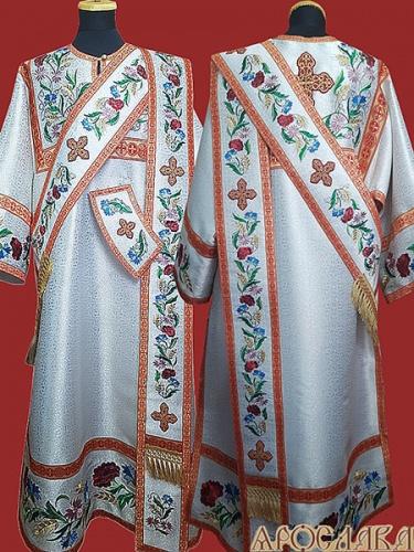 АРТ916 . Протодиаконское облачение белое с вышивкой рисунок Маки, отделка цветной галун (красный с золотом). Вышитый: кокетка, низ рукава, низ платья, орарь, поручи.