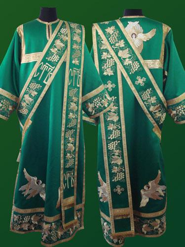 АРТ929. Протодиаконское облачение зеленое с вышивкой рисунок Виноградная лоза с Херувимами, обыденная отделка (цвет золото). Вышитый:  низ рукава, низ платья, орарь.